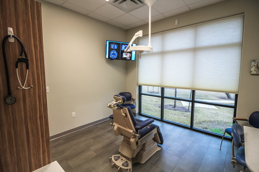 Oral Surgery Specialists of Austin exam room.